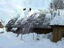 Lume eemaldamine katuselt Snow removal from roof