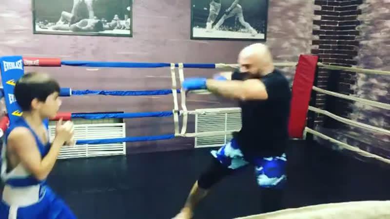 Магомед Исмаилов с юным боксёром из грозного
