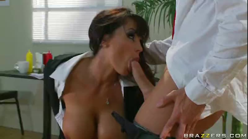Experienced cock sucker Lisa Ann with huge tits.mp4