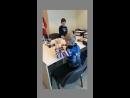 Дети из школы робототехники демонстрируют свои успехи родителям.