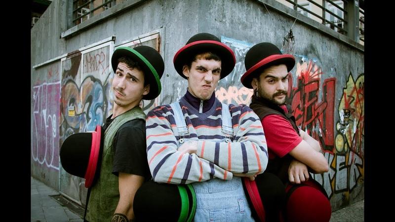 Juggling Hats - Des3Arte