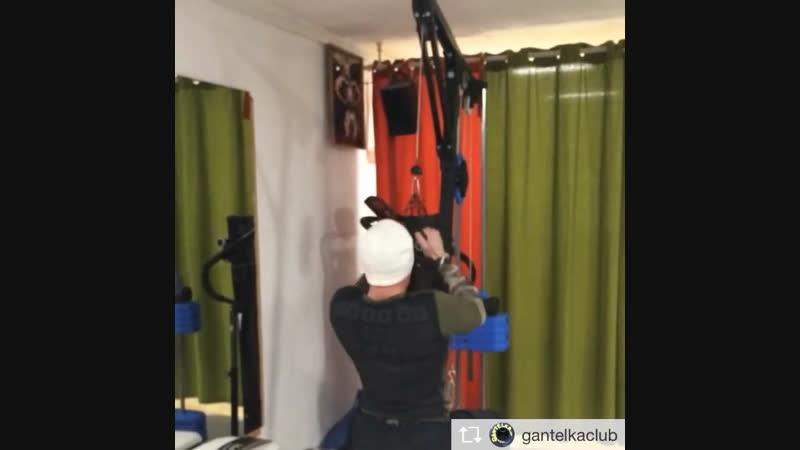 Тренировка спины Суперсет подтягивания плюс тяга