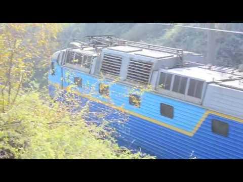 ЧС7-300 следует по перегону Запорожье-2-Запорожье-1с поездом Зп-2-Бердянск и приветливая бригада.