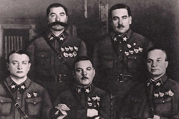 Михаил Тухачевский В 42 года он стал самым молодым Маршалом Советского Союза. Барон Петр Врангель упомянул Петра Тухачевского в мемуарах, сказав, что тот «мнит себя русским Наполеоном». Позже с