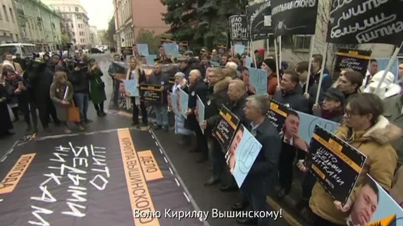 Журналисты надели майки с фото Вышинского в знак солидарности