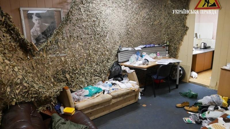 Поліція поїхала шукати бунтарів з-під ГПУ, а там офіс із Гітлером