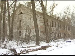 Гимназистки в Ачинске вынуждены ходить на учебу через заброшенное здание с бомжами
