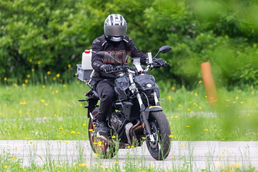 Шпионские фото обновленного Yamaha MT-07