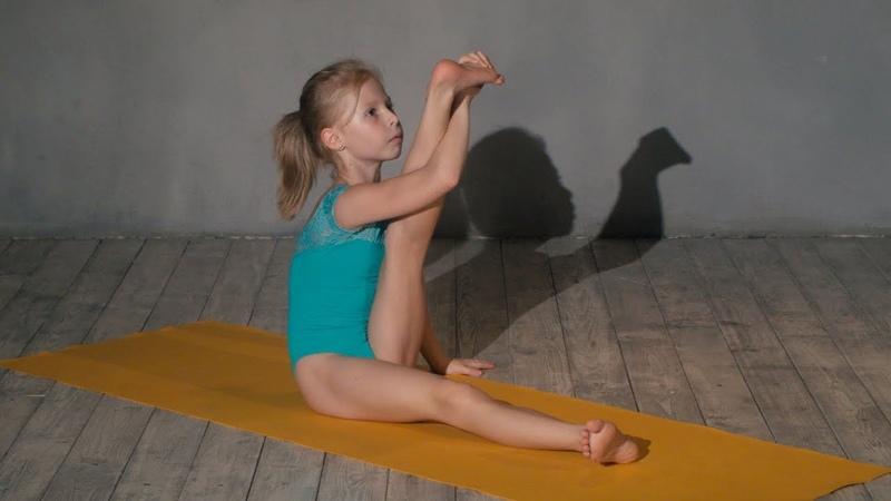 Ксения Третьякова. Балетная растяжка на коврике