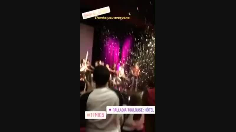 Encerramento da con The Full Moon Is Coming 5 em Toulouse com direito a Crystal Reed mandando beijo se despedindo. Tão linda! vi