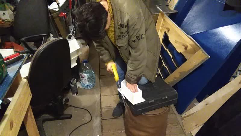 Сова режет пластик