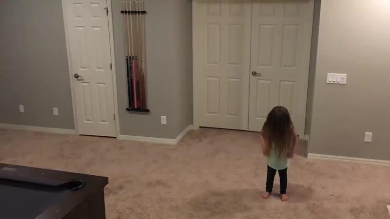 Когда сестренка захотела станцевать