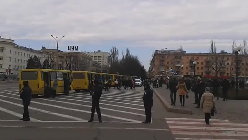 В Херсон завозят майдановцев на заединный митинг 9 марта 2014 го