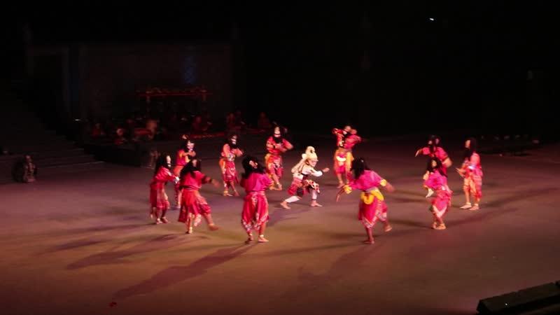 Традиционный индонезийский балет Рамаяна в храмовом комплексе Прамбанан. Джокьякарта, о.Ява, Индонезия. 26 июля 2018