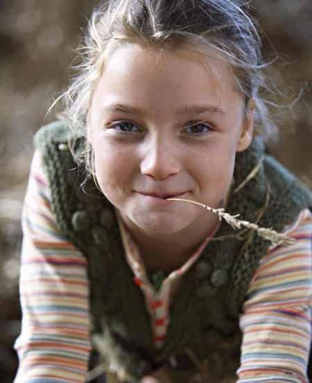 Использование бокового освещения и малая глубина резкости распространены в портретной фотографии