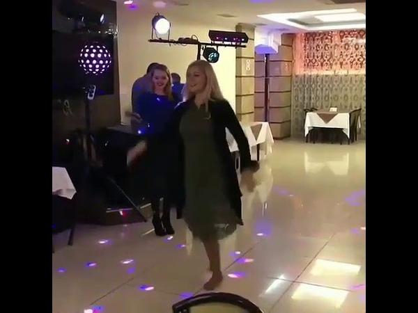 Красавица 😍 танцует от души, как она мне нравится 😍👍