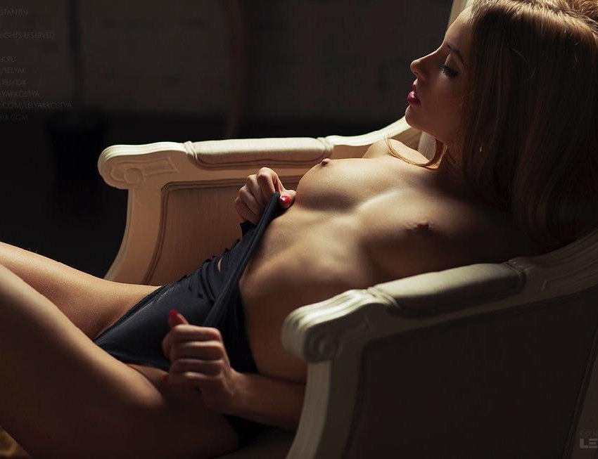 Cute lesbo chicks explore every others insids