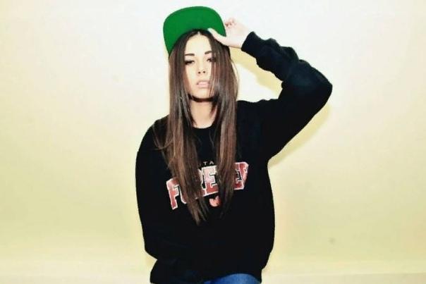 Диана Мелисон Диана Скубко, или модель Диана Мелисон, широко известна в интернет-тусовке. Имя модели с каждым днем встречается всё чаще. Диана профессиональная модель, начинающая актриса,