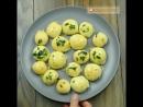 Ну-у очень вкусные сырные шарики с чесночным соусом!