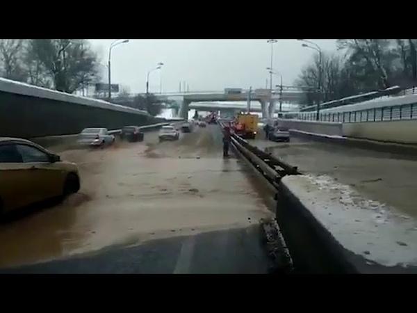 Видео с места провала грунта в Тушинском тоннеле