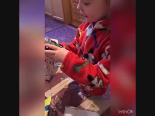 Софа разбирает подарки 🎁🎉
