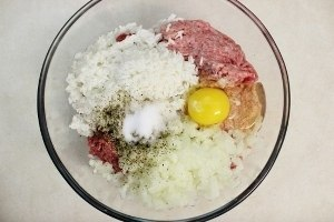 Готовим тефтели с рисом и сливочной подливкой в духовке!