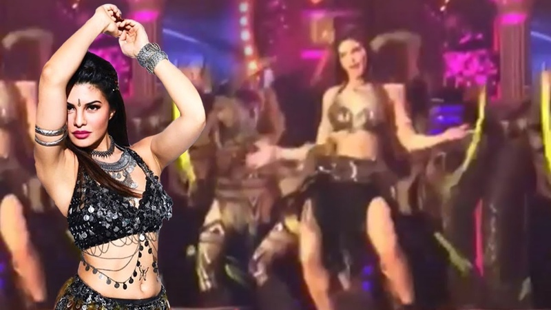 Jacqueline Fernandez ENERGETIC And HOT Dance At Star Screen Awards 2018