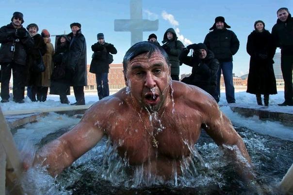 Лишь пол-минуты я плескался, Нырнув в крещенскую купель. В мошонку яйца опускались Потом аж несколько