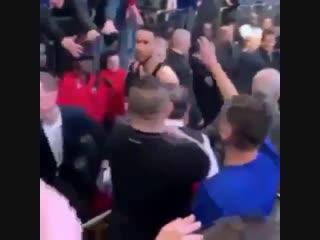 Шутник Симмонс