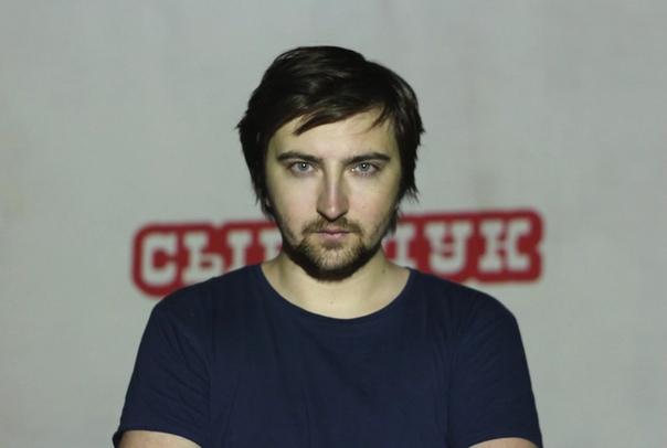 Сыендук Сыендук (настоящее имя Дмитрий Карпов) популярный видеоблоггер, создатель «смешных озвучек» и мультиков, переводчик БиографияКанал на Ютубе был зарегистрирован в апреле 2010, в твиттере