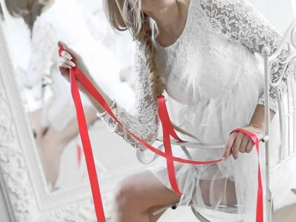 Irina Blondes - WHITE CHALK