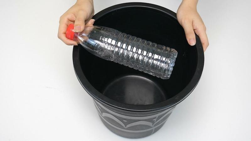 活了20年才知道,原来在垃圾桶上放一个塑料瓶,还有这个作用