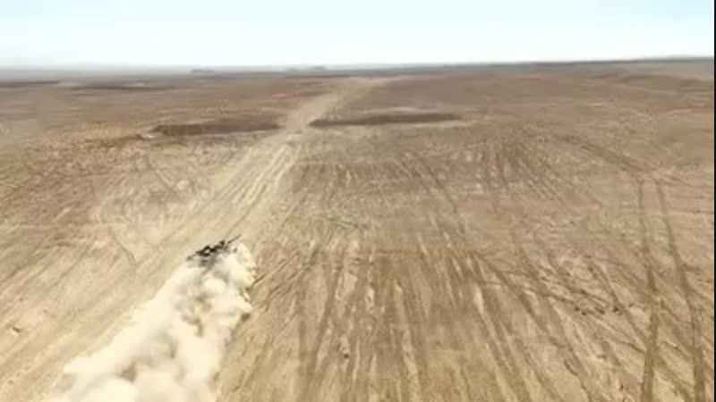 Танк, стреляющий в пустыне