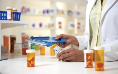 Незаконная торговля поддельными лекарствами стимулировалась онлайн-продажами в последнее десятилетия.