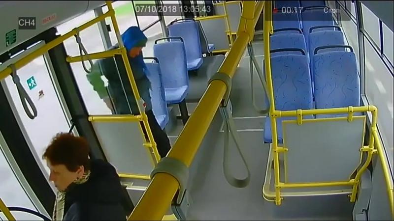 Бабка срёт в автобусе