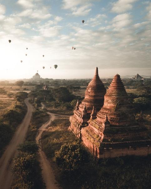 Восход солнца в Багане, Мьянма.