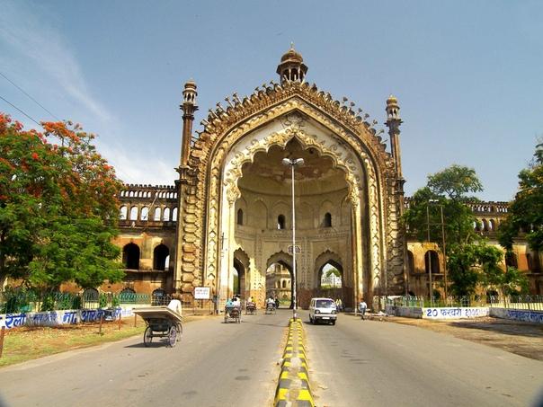 Руми Дарваза  величественные ворота индийских навабов