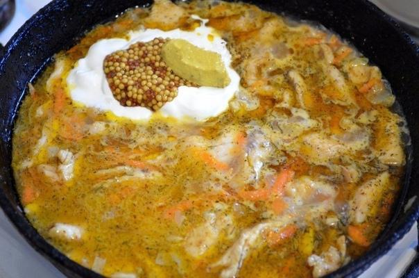 Нежнейшее куриное филе в сметанно-горчичном соусе.