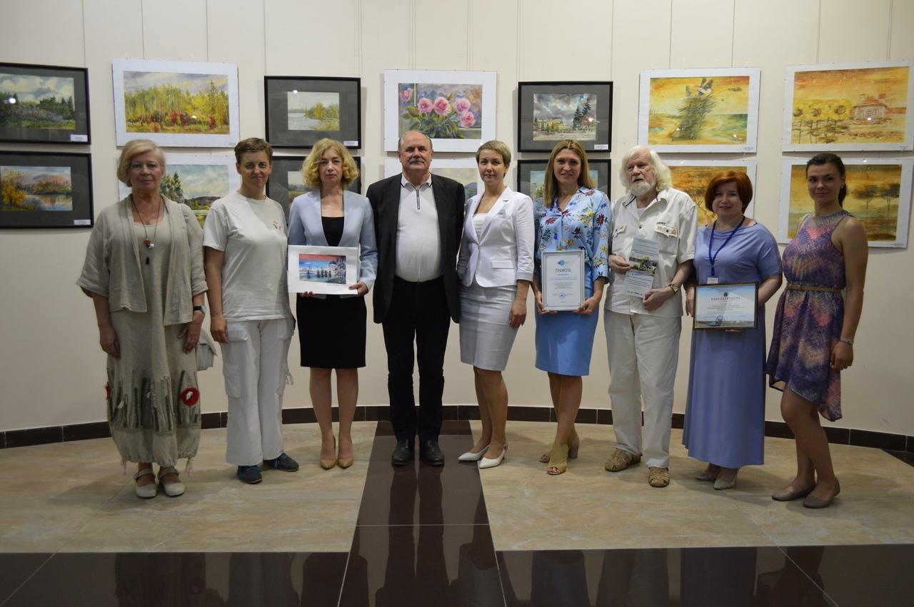 ХМ «Арт-Донбасс» представил дончанам передвижную выставку «Пейзажи Донбасса в акварелях»