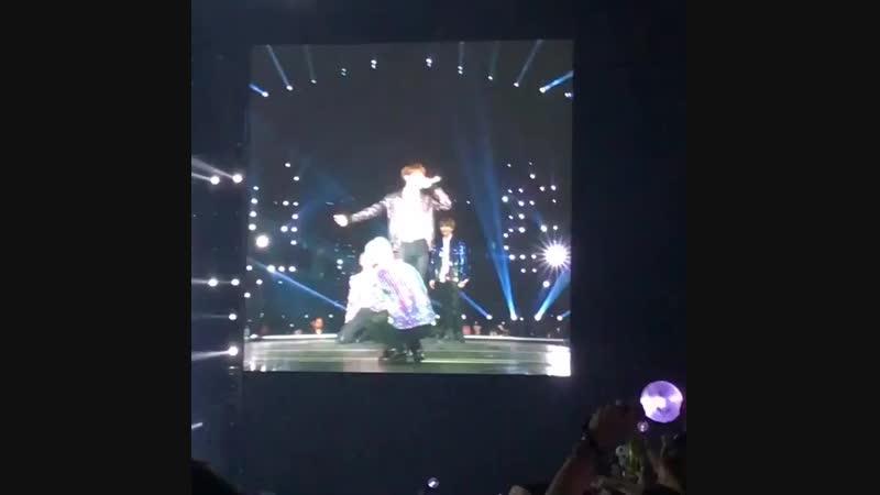 "(fancam) Attack on Bangtan @ 2018 BTS World Tour ""LOVE YOURSELF"""