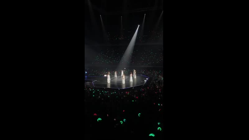 The way this fandom never fails to put on a green ocean for Mina during After Moon no matter which country theyre in 💚 TWICELI