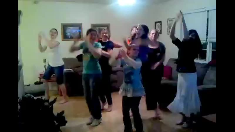 Girls with Just Dance 3 on Kinect.mp4