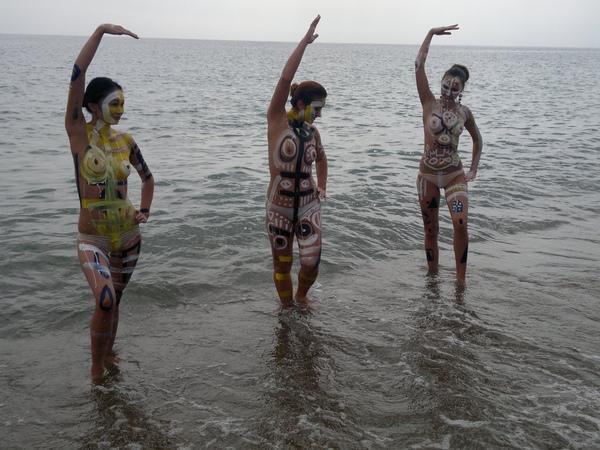 2013 09 13 906 lago Yssykköl Kirghizistan: body paintingОзеро Yssykköl Кыргызстан бодиарт 湖人體藝術