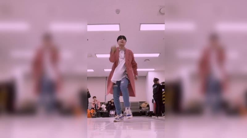 [YO-I Extra Edition] 190222 Freestyle Dance в одиночку в комнате ожидания, когда нечем заняться