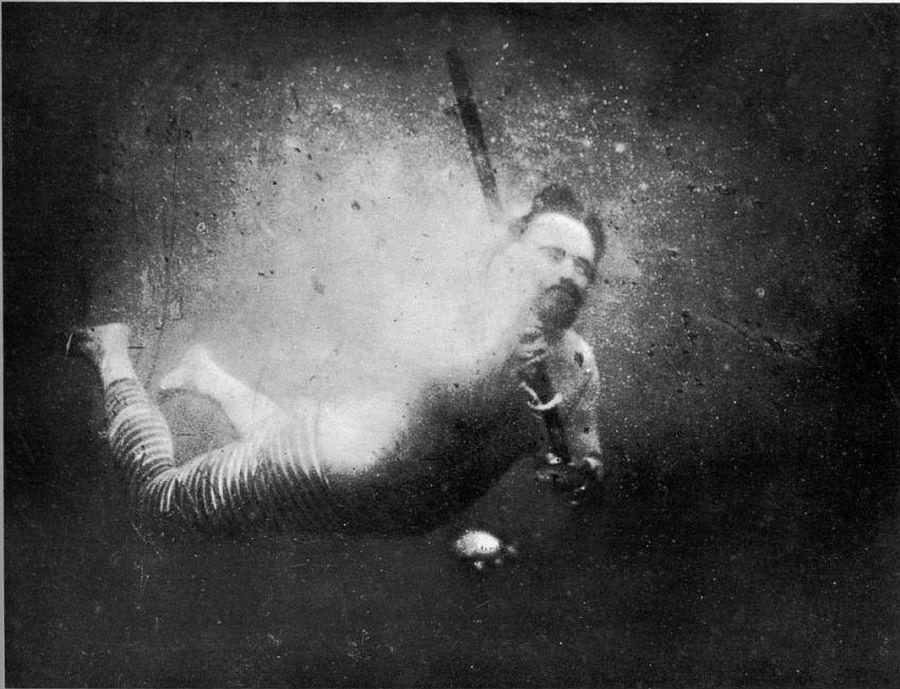 Первое подводное селфи от Louis Boutan 1893. год.