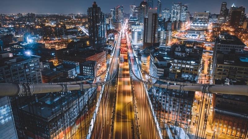 Картинка город. Манхэттенский мост, США, дорога, здания, Нью-Йорк, ночь, Ист-Ривер, Америка.