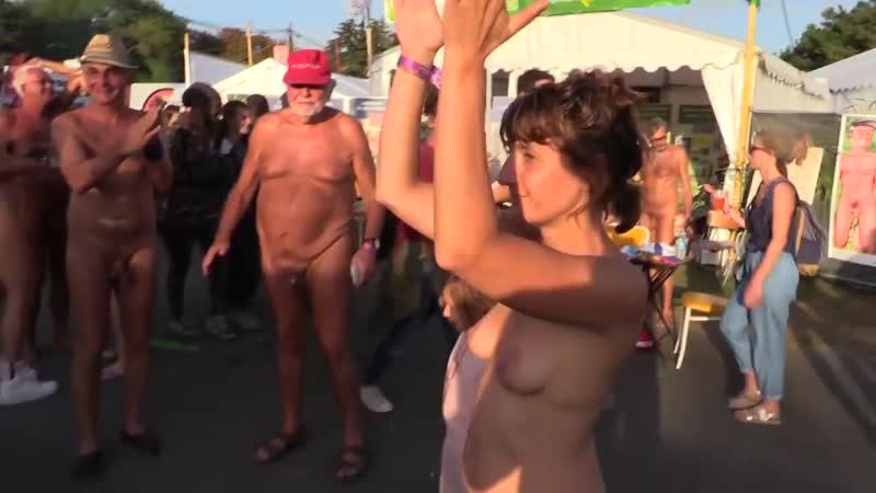 Les naturistes à la fête de lhumanité 2018