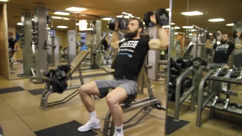 Тренировка бойца MMA- Пол Крейг, жим гантелей сидя