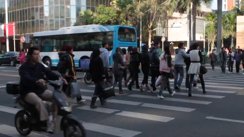 Using a Pedestrian Crossing in China