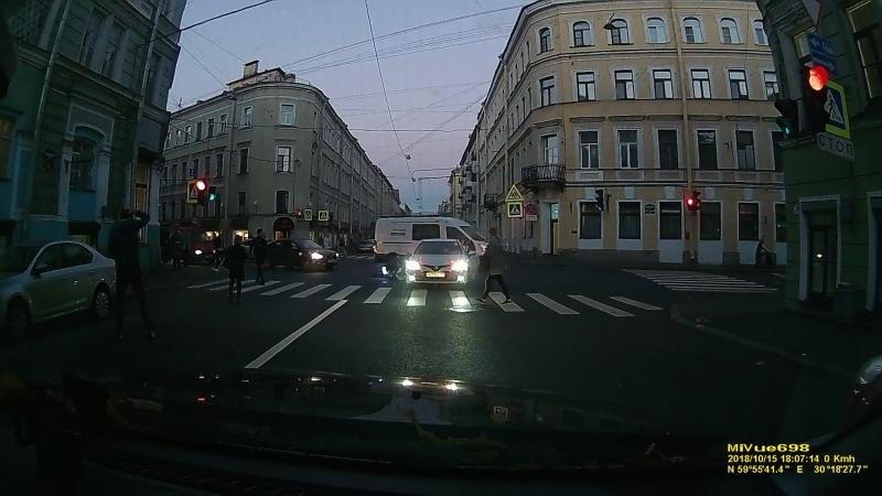 Дтп с мото 15.10.2018 на перекрестке Вознесенского пр. и Казанской ул.